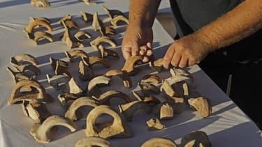 Les sceaux gravés sur des céramiques datant d'il y a 2.700 ans, dévoilés cette semaine à Jérusalem.