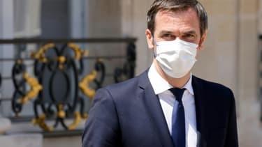 Le ministre de la Santé Olivier Véran à la sortie de l'Elysée, le 9 juin 2021 à Paris