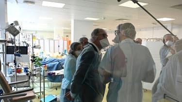 Jean Castex lors d'une visite du CHU de Saint-Etienne, le 7 novembre 2020