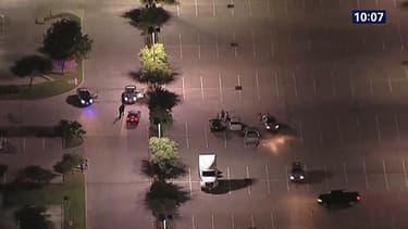 Deux hommes armés qui se sont attaqués au Texas à un bâtiment où se tenait un concours de caricatures de Mahomet ont été abattus dimanche après une fusillade.