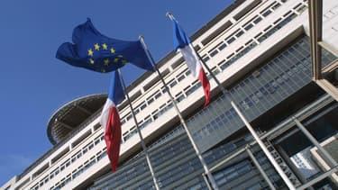 Avec la reprise de la dette de la SNCF et la suppression annoncée de la taxe d'habitation, le ministère de l'Économie et des Finances a une nouvelle équation à résoudre. (image d'illustration)