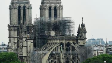 Vue de Notre-Dame et de l'échafaudage fondu, le 16 avril 2019