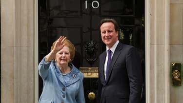 Margaret Thatcher, ici en compagnie de David Cameron, a occupé pendant onze ans le poste de Premier ministre britannique, un record