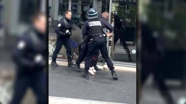 Un policier de 26 ans est poursuivi pour avoir frappé un lycéen, qui témoigne de son traumatisme