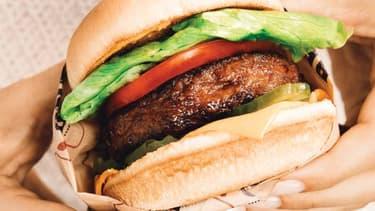 Un hamburger confectionné avec un steak Beyond Burger à partir de protéines végétales