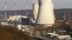 Centrale nucléaire à Tihange, en Belgique. Une vaste majorité d'Etats membres de l'Union européenne se sont déclarés lundi favorables à l'instauration de normes communes de sécurité nucléaire en Europe après l'incident de Fukushima au Japon. /Photo prise