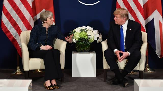 Theresa May et Donald Trump lors du Forum économique mondial, le 25 janvier 2018 à Davos (Suisse)