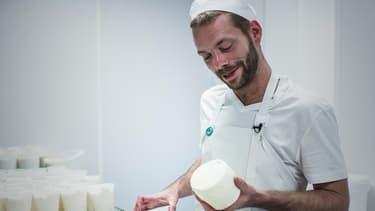 Pierre Coulon a créé sa fromagerie à Paris après un tour de France qui lui a permis de découvrir le savoir-faire régional.