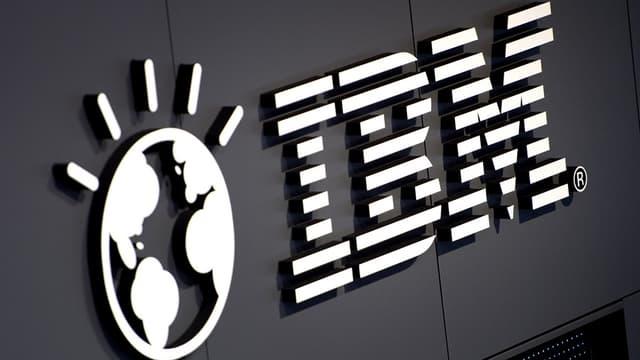 Le chiffre d'affaires d'IBM a reculé pour le onzième trimestre consécutif, de 12% à 24,1 milliards de dollars au quatrième trimestre de 2014.