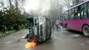 Lors des heurts entre manifestants anti-gouvernement et policiers anti-émeutes mercredi à Bichkek. La dirigeante d'opposition Roza Otounbaïeva a déclaré avoir pris la tête d'un gouvernement de transition au Kirghizistan, après une journée d'affrontements