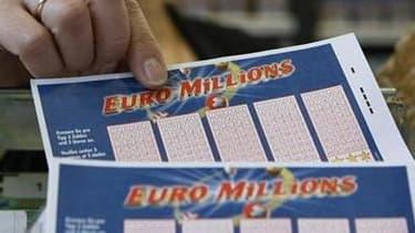 Le joueur qui a remporté le gain de 162 millions d'euros à l'Euro Millions envisage d'investir dans l'économie française, selon la Française des jeux (FDJ). Contrairement à ce qu'avançait la presse, ce joueur, qui a validé son bulletin dans le Calvados po