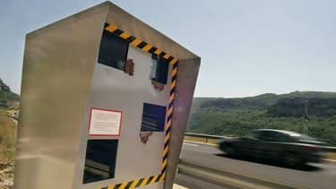 Image d'illustration - A terme, la police néerlandaise voudrait installer des radars  capables de verbaliser les conducteurs qui utilisent leur téléphone au volant.
