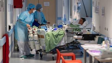Patient atteint du Covid-19 pris en charge dans un service de réanimation