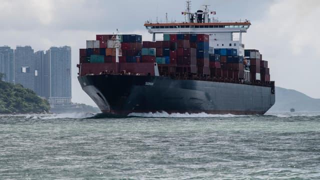 Un navire cargo. (illustration)