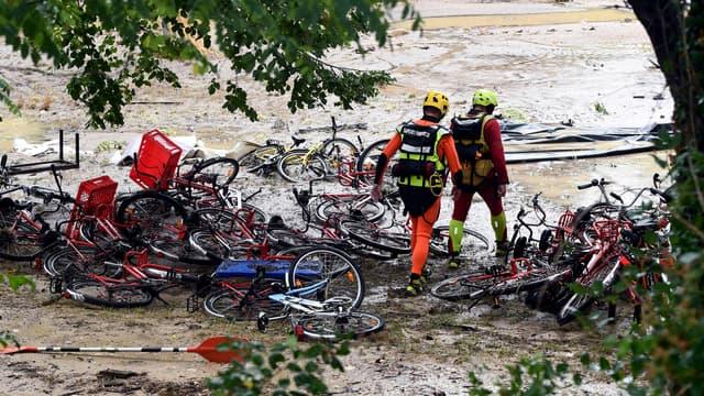 Les pompiers interviennent à Saint-Julien-de-Peyrolas.