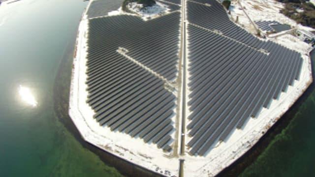 La centrale solaire de Nanao est composée de 80.000 panneaux photovoltaïques et s'étend sur 25 hectares.