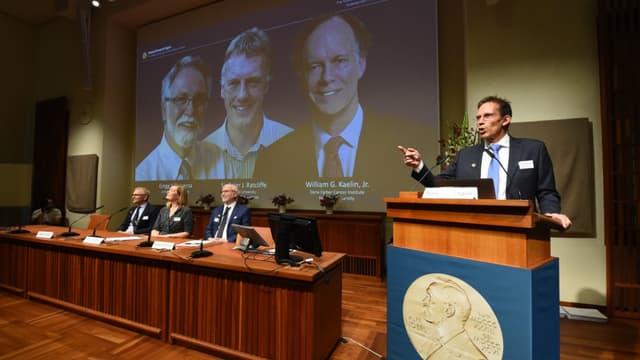 Le secrétaire du comité Nobel, Thomas Perlmann, annonce les gagnants des prix nobels de physiologie et de médecine à Stockholm