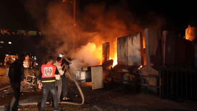 L'aviation israélienne a effectué jeudi soir une série de raids dans la bande de Gaza où 25 sites ont été visés coup sur coup, rapportent des correspondants de Reuters sur place. /Photo prise le 15 novembre 2012/REUTERS/Majdi Fathi