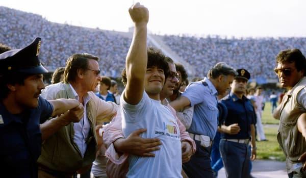 Maradona à son arrivée à Naples