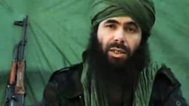 Le leader d'Al Qaïda au Maghreb islamique (AQMI), l'Algérien Abdelmalek Droukdal filmé dans un dans un lieu non identifié, le 26 juillet 2010