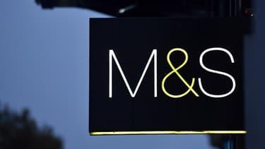 Le groupe possède un millier de magasins au Royaume-Uni.