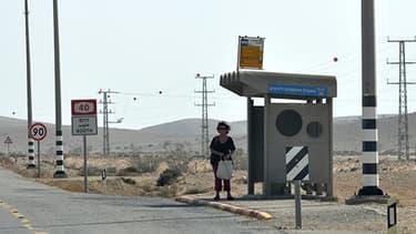 Un arrêt de bus en Israël, près du désert du Negev.