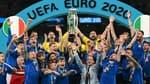 La joie du sélectionneur Roberto Mancini et de ses joueurs, champions d'Europe après avoir battu l'Angleterre aux tirs au but (1-1, 3-2 t.a.b.) en finale de l'Euro 2020, le 11 juillet 2021 au stade de Wembley à Londres