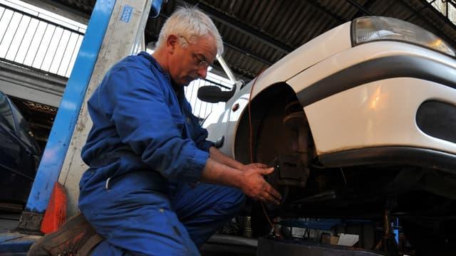 La France se distingue par un taux d'emploi des 60-64 ans particulièrement faible (33 % contre 47 % en moyenne dans l'Union européenne).
