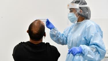 Dépistage du coronavirus dans un laboratoire de Barcelone, en Espagne, le 3 août 2020