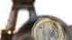 Un rapport a été commandé par la ministre de l'Economie, Christine Lagarde, afin de faire le point sur les frais que les banques facturent aux Français, des frais jugés excessifs par les associations de consommateurs. /Photo d'archives/REUTERS/Jacky Naege