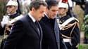 Nicolas Sarkozy, ici en discussion avec son Premier ministre François Fillon, pourrait annoncer en début de semaine prochaine un remaniement au gouvernement. /Photo prise le 9 novembre 2010/REUTERS/Eric Feferberg/Pool