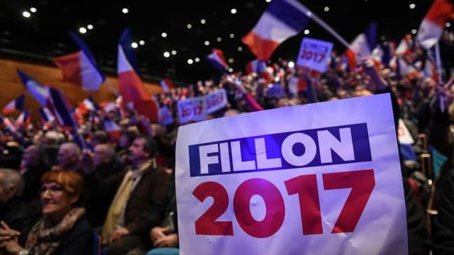 Les soutiens de François Fillon, lors de son meeting à Besançon, le 9 mars 2017.