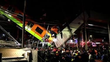 À Mexico, un pont s'effondre au moment où le métro passe dessus