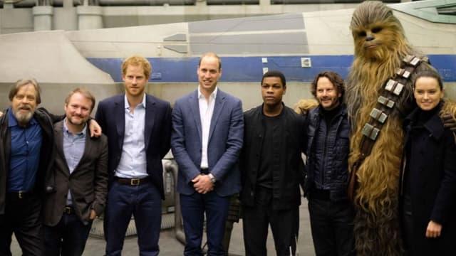"""Harry et William avec l'équipe du prochain volet de la saga """"Star Wars"""""""