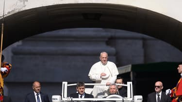 Le pape François a t-il fini par trouver la papamobile Mercedes, trop luxueuse ?