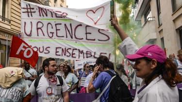 Des urgentistes manifestent à Paris, le 6 juin 2019.