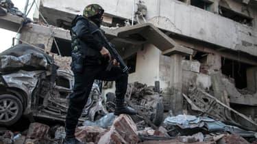 Un bâtiment de police de Mansoura, ville siuée à une centaine de kilomètres au nord du Caire, a été visé par un attentat le 24 décembre.