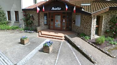 La mairie du petit village de Saint-Médard-en-Forez, farouchement opposé aux nouveaux rythmes scolaires.