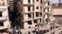 L'explosion d'une voiture piégée a fait trois morts et 25 blessés dimanche à Alep, la deuxième ville de Syrie, au lendemain d'un double attentat qui a tué 27 personnes à Damas, où une manifestation anti-gouvernementale a été dispersée par la police, rappo