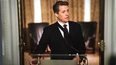 Hugh Grant reprenant son rôle de Premier ministre dans le court métrage Love Actually 2.