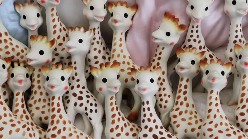 """Sophie La Girafe entre au musée Grévin: """"Elle est douce et c'est vraiment une réplique à l'identique"""""""