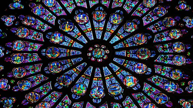 La rosace du transept sud de la cathédrale de Notre-Dame, en 2011