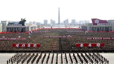 Photo diffusée par l'agence de presse officielle nord-coréenne. Manoeuvres sur le place Kim Il-Sung en mars 2013