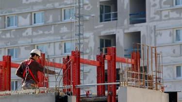 Chantier de construction d'un immeuble d'habitation à Marseille. L'immobilier résidentiel a sans doute touché le creux de la vague au premier trimestre 2013 en France mais le secteur de la construction continuera de souffrir en raison de la faiblesse de l