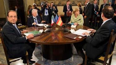 Le président français François Hollande, le président du Conseil italien Mario Monti, la chancelière allemande Angela Merkel et le chef du gouvernement espagnol Mariano Rajoy, en réunion à Rome. L'Allemagne, la France, l'Italie et l'Espagne se sont accord