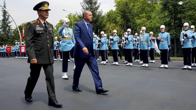 Le Turc Hulusi Akar, chef de l'armée turc avec le président Erdogan. (Illustration)