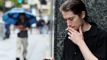 Les fumeurs sont moins productifs (image d'illustration)