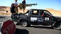 Points de contrôle des combattants anti-Khadafi au nord de Bani Walid. Au quatrième jour des combats autour de ce bastion des partisans de l'ancien président libyen situé à 150 km environ au sud-est de Tripoli, les combattants du Conseil national de trans