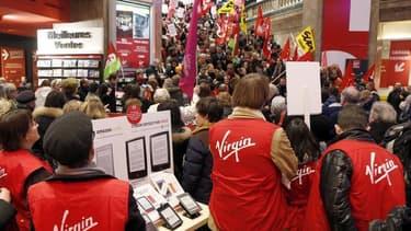 """Selon la ministre de la Culture Aurélie Filippetti, le groupe Virgin est dans """"une situation critique""""."""