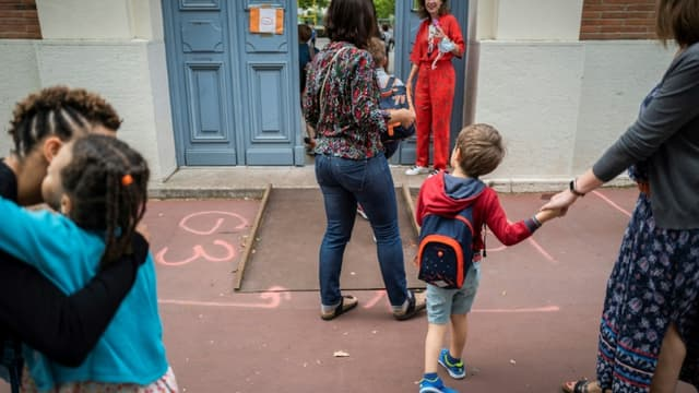 Retour à l'école des enfants à l'école Jules Julien à Toulouse, le 22 juin 2020
